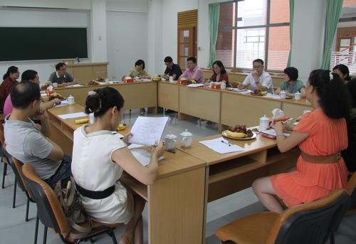科级公务员任职�z+�_我校召开科级公务员任职培训班学员代表座谈会